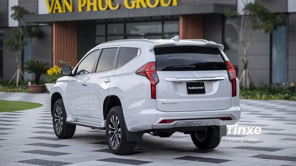 Giá xe Mitsubishi Pajero Sport đắt hơn Nissan Terra và Chevrolet Trailblazer