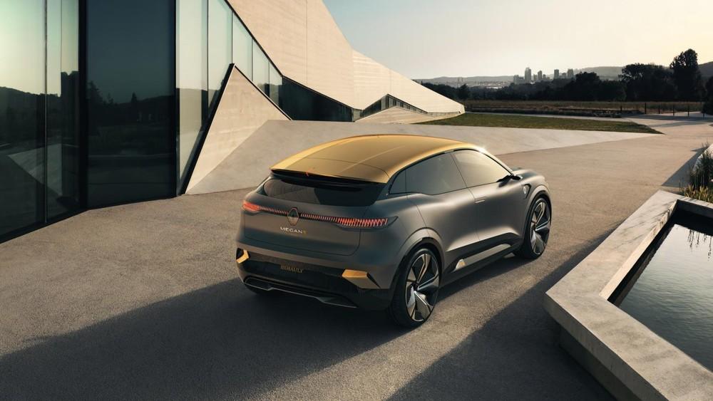 Nó được định vị là một mẫu xe hatchback chạy điện phân khúc C