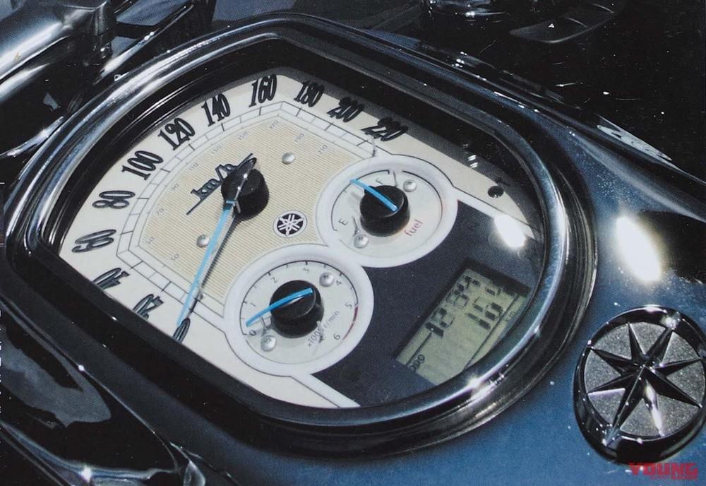 Bộ đồng hồ sang chảnh trên Yamaha Roadliner