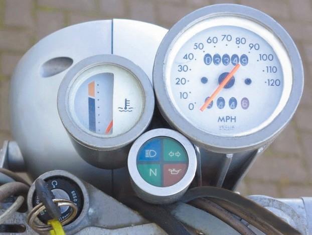 Đồng hồ trên xe Aprilia Moto 6.5