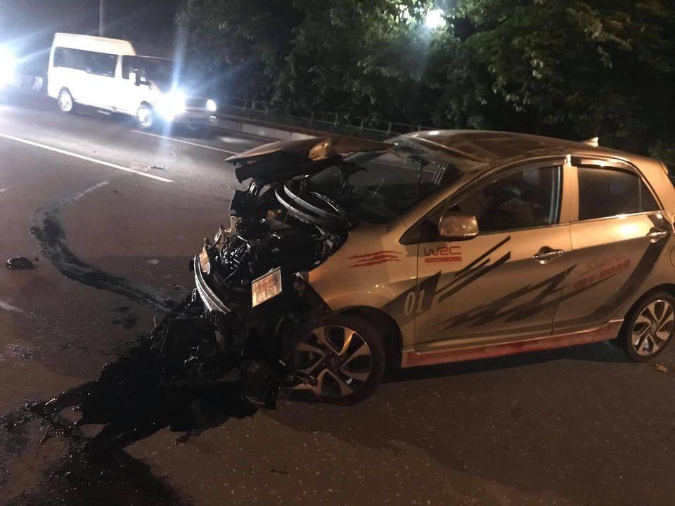 Chiếc ô tô Kia Morning bị hư hỏng nặng sau vụ tai nạn