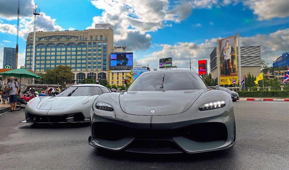 Cặp đôi siêu xe Koenigsegg đáng thèm khát xuất hiện trên đường phố Thái Lan