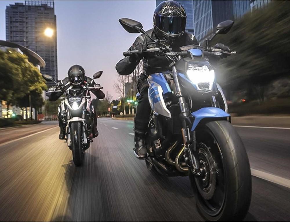 CFMoto 400NK là đối thủ cạnh tranh của Kawasaki Z400 và KTM 390 Duke