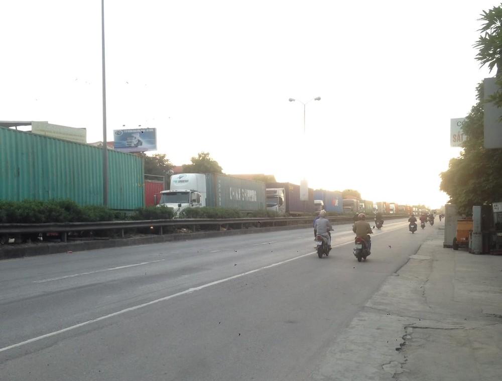 Vụ tai nạn làm giao thông qua QL5 ùn tắc trong nhiều giờ liền