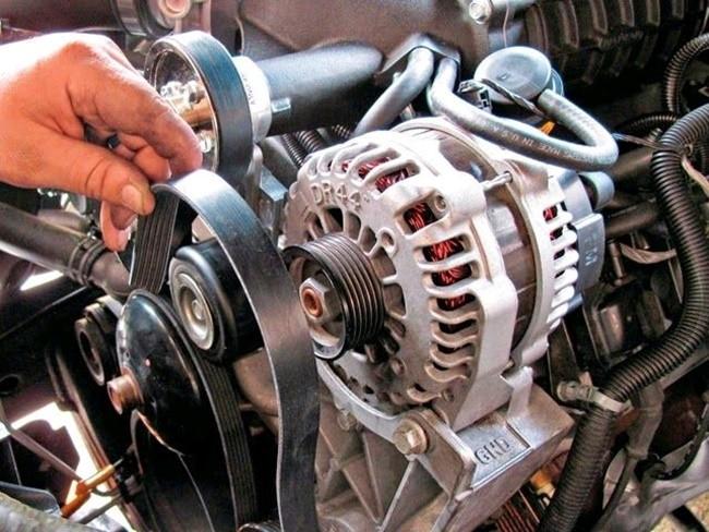 Máy phát điện ô tô bao gồm các chức năng: phát điện, chỉnh lưu và hiệu chỉnh điện áp.