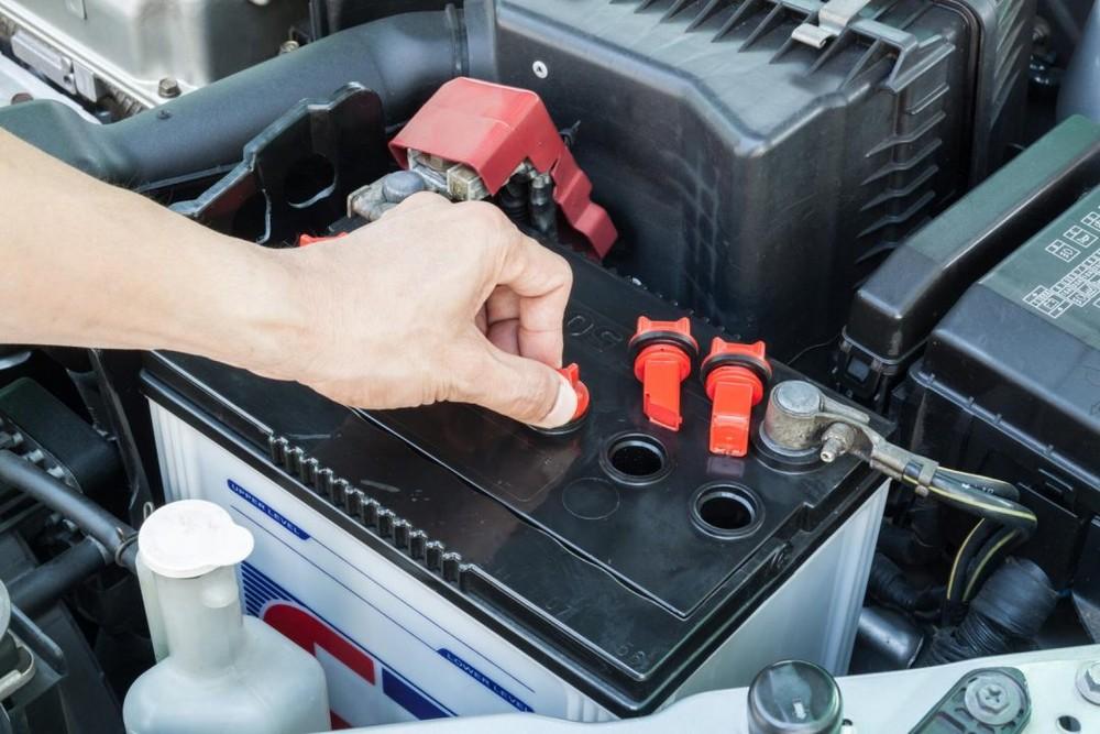 Bình ắc quy bị chết cũng là một dấu hiệu nhận biết máy phát điện bị hỏng.