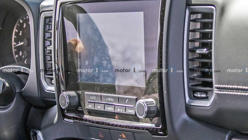 Nội thất của Nissan Navara 2021 trên đường thử