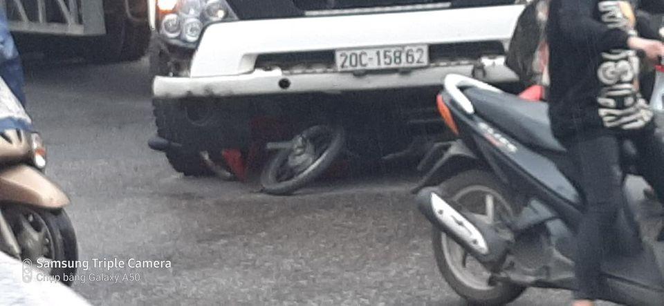 2 ông cháu đi xe máy đã bị thương nặng sau vụ tai nạn