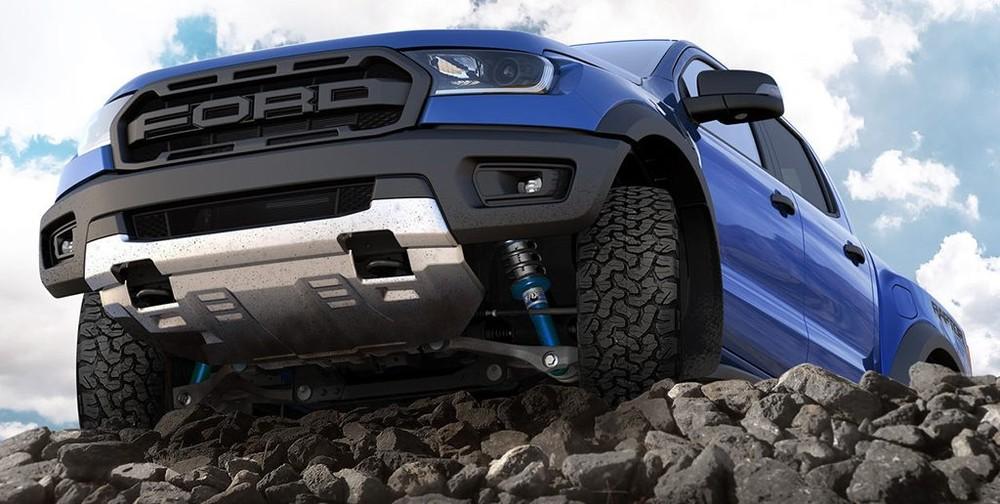 Giảm xóc ô tô là bộ phận quan trọng, nằm trong hệ thống treo của ô tô.