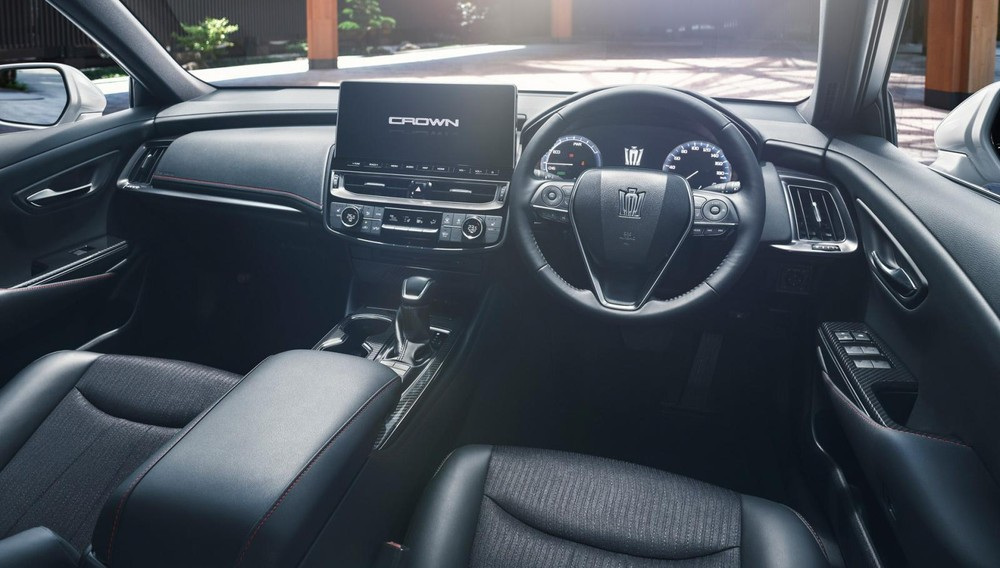 Toyota Crown 2021 còn được nâng cấp cả về tính năng an toàn