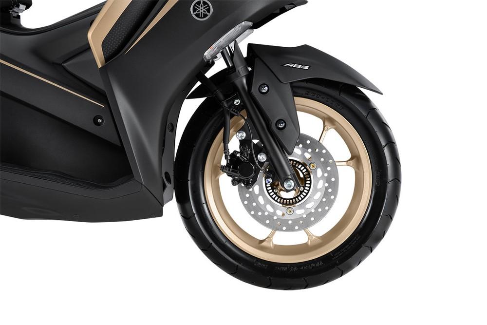 Xe Yamaha NVX 155 được trang bị hệ thống phanh ABS, tăng tính an toàn cho người dùng