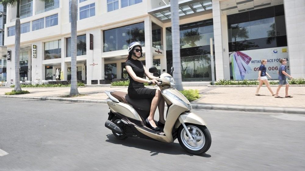 Xe scooter được hiểu là xe tay ga, rất phổ biến tại Việt Nam hiện nay.