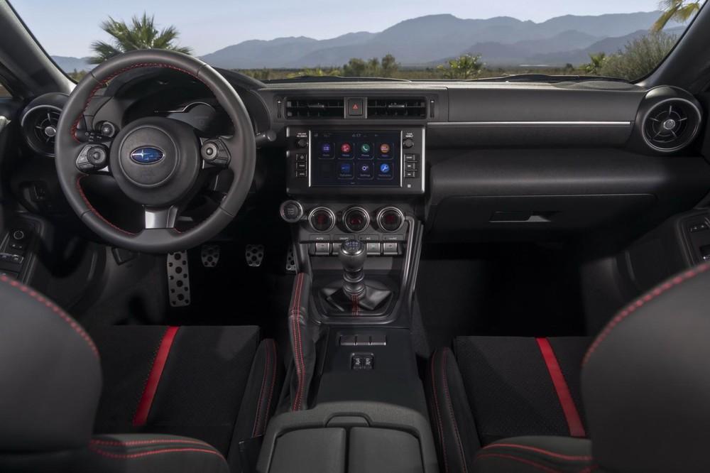 Nội thất bên trong Subaru BRZ 2022