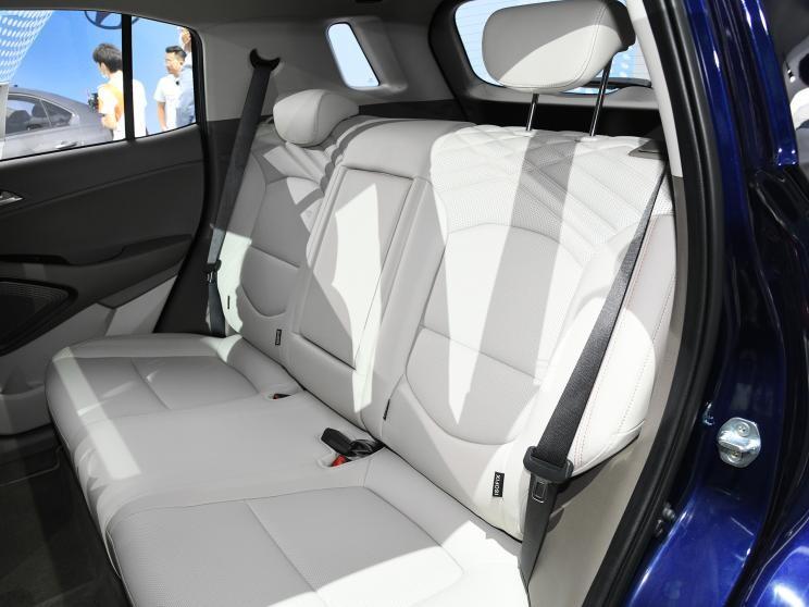 Hàng ghế sau bọc da và có bệ tì tay trung tâm của Hyundai ix35 2021