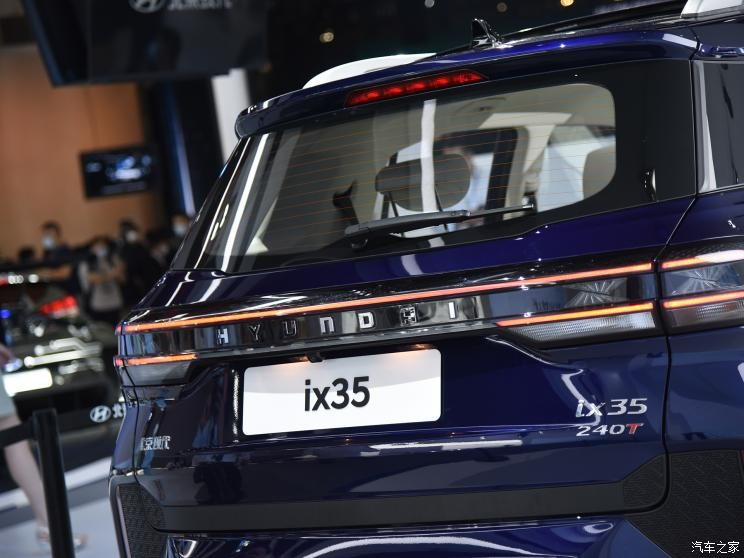 Cụm đèn hậu thanh mảnh và nối liền nhau của Hyundai ix35 2021