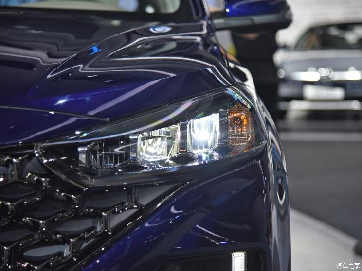Cụm đèn pha hiện đại hơn của Hyundai ix35 2021