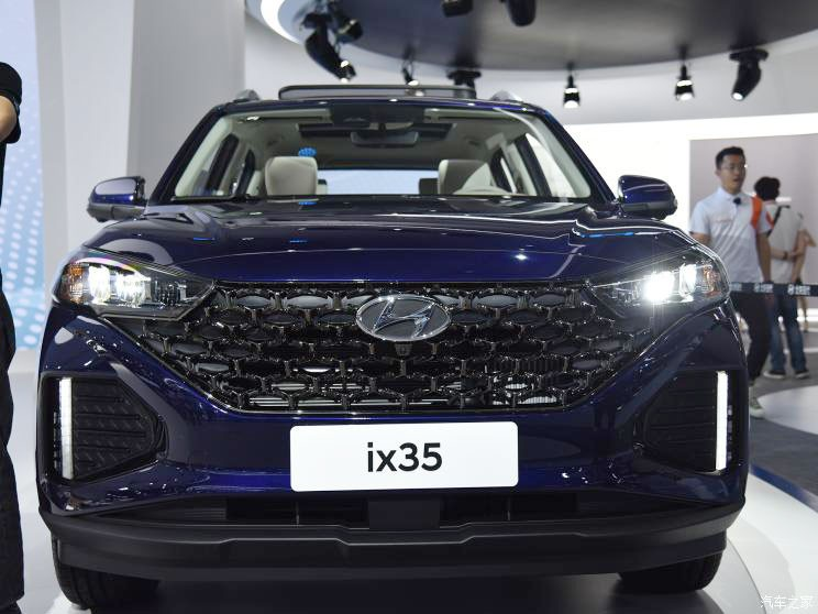 Cận cảnh thiết kế đầu xe của Hyundai ix35 2021