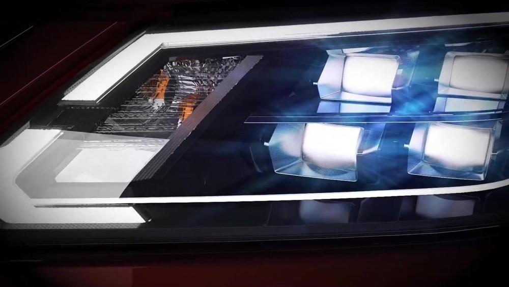 Cụm đèn pha của Nissan Terra 2021