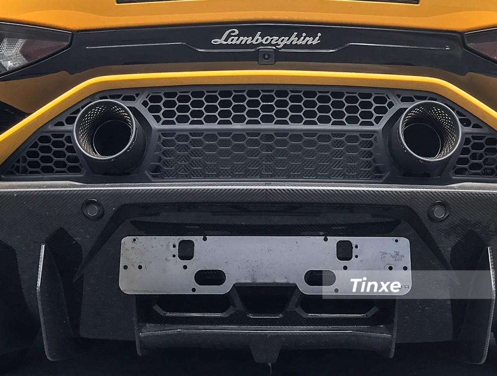 Thiết kế phần đuôi siêu xe Lamborghini Aventador SVJ với điểm nhấn là 2 khẩu pháo tròn đặt đối xứng
