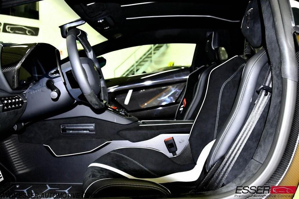 Nội thất chiếc Lamborghini Aventador SVJ màu vàng đầu tiên về Việt Nam