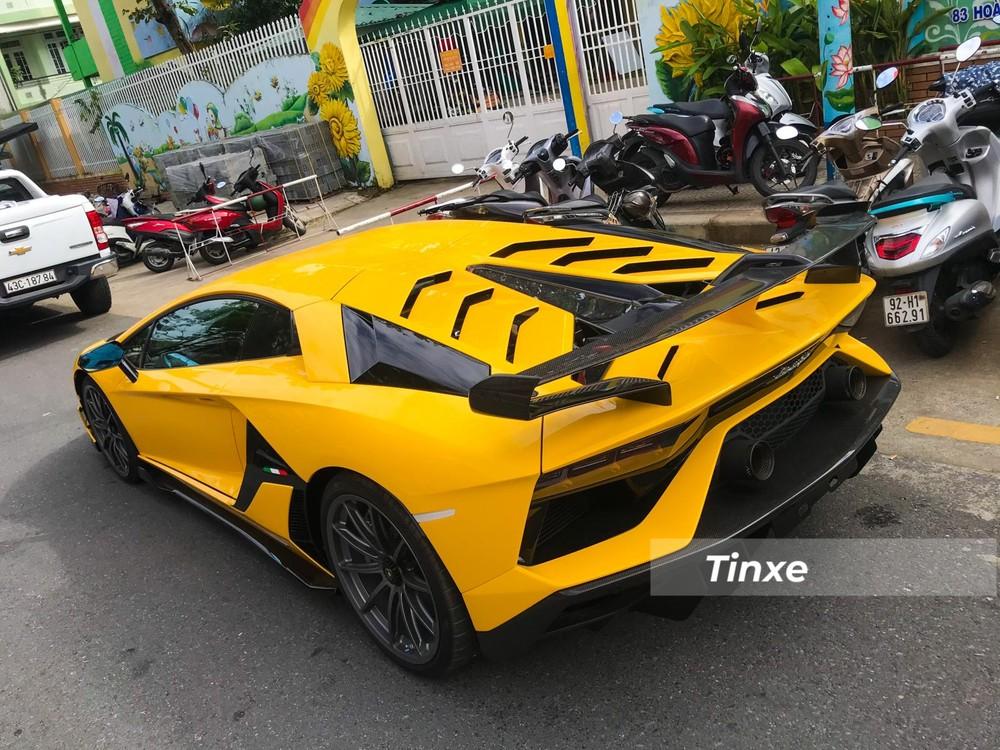 Đây cũng chính là chiếc siêu xe Lamborghini Aventador SVJ đầu tiên xuất hiện ở miền Trung