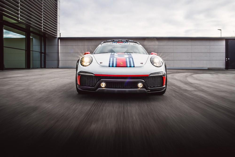 Do vậy,911Vision Safari có mang trên mình nhiều trang bị đúng chất xe đua bắt mắt