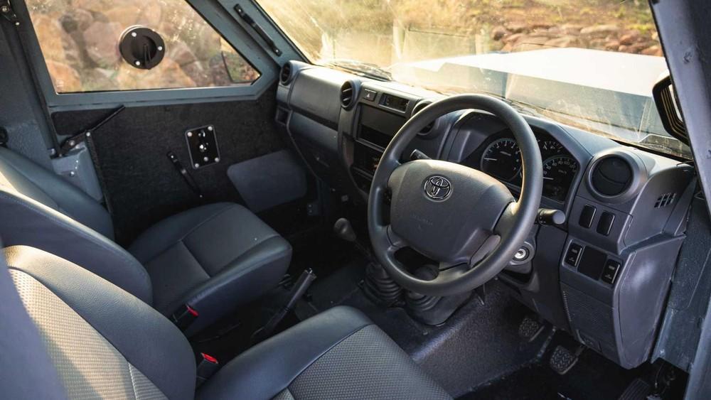 Hệ thống lái của xe vẫn được giữ nguyên từ Toyota Land Cruiser