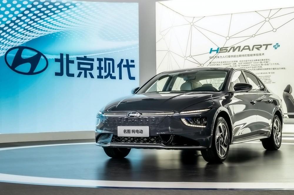 Hyundai Mistra 2021 bản chạy điện với đặc điểm nhận dạng là lưới tản nhiệt bịt kín