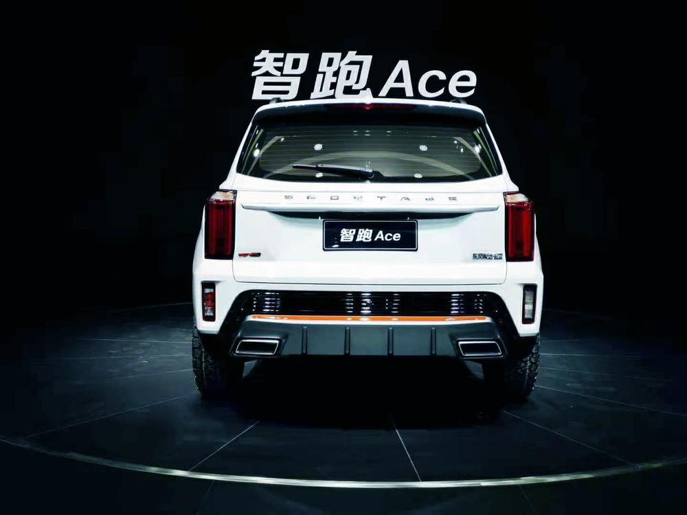 Kia Sportage Ace 2021 nhìn từ đằng sau