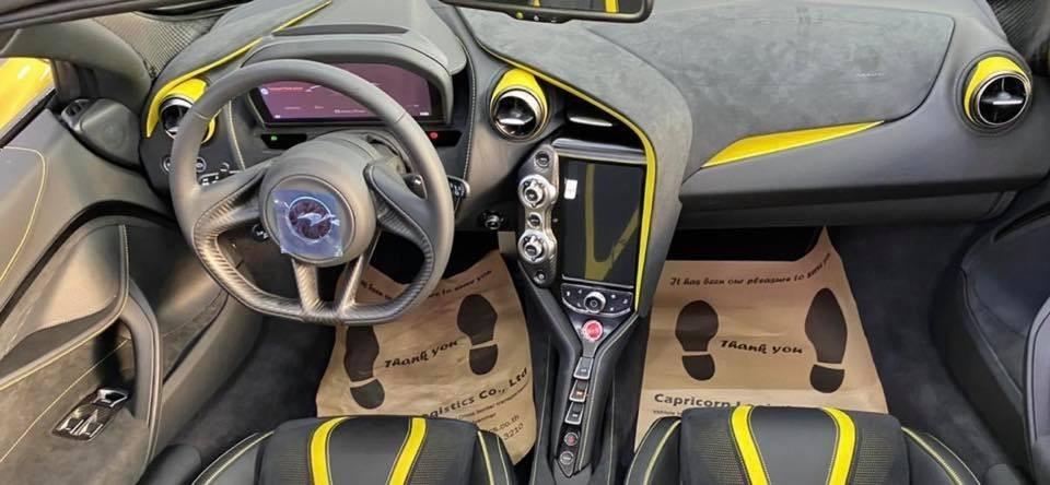 Còn đây là nội thất của chiếc McLaren 720S Spider này
