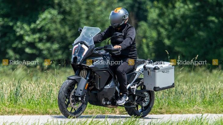 KTM 1290 Super Adventure 2021 trên đường chạy thử