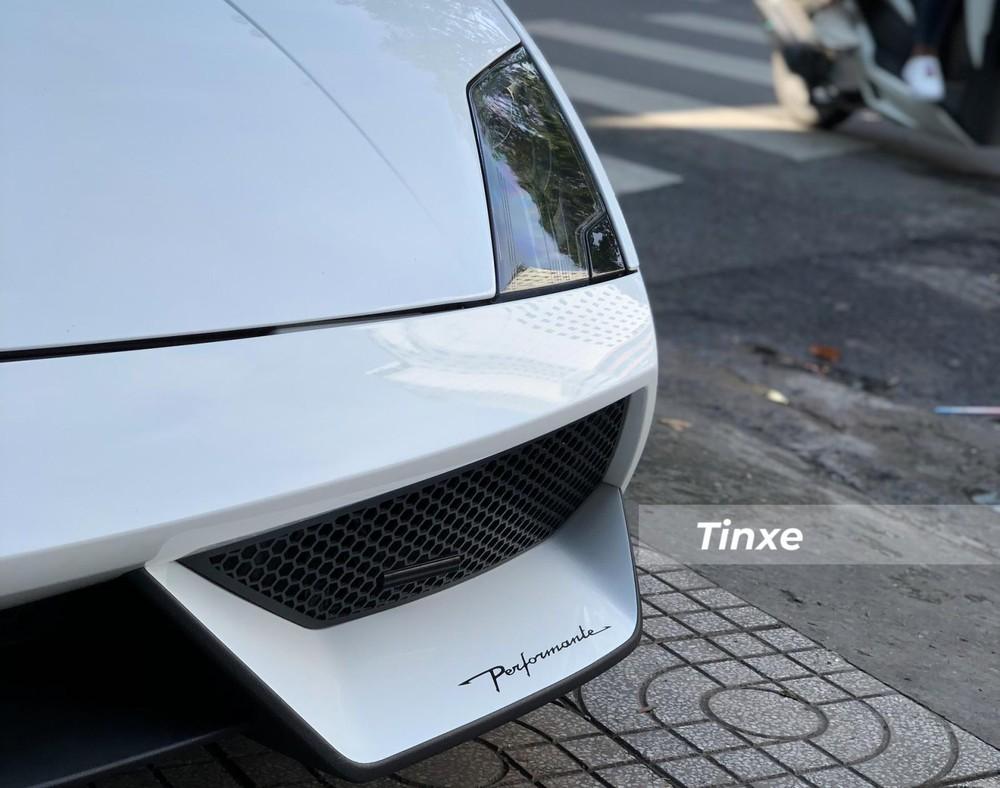 Lamborghini Gallardo LP570-4 Spyder Performante có tốc độ tối đa 325 km/h