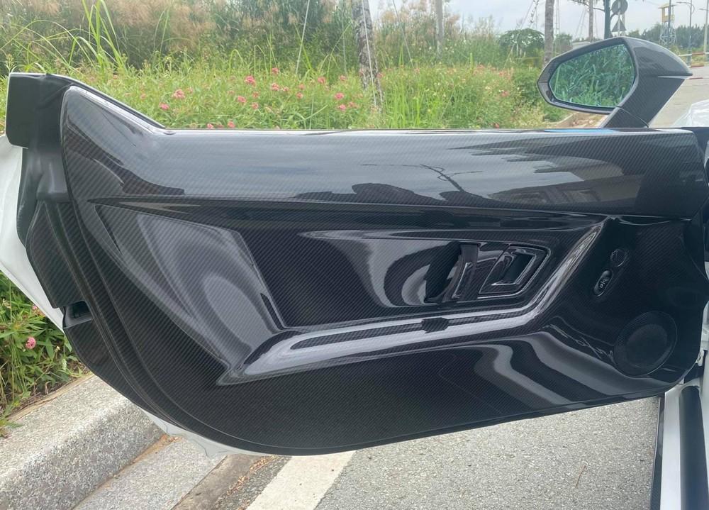 Thành cửa carbon của Lamborghini Gallardo LP570-4 Spyder Performante độc nhất Việt Nam