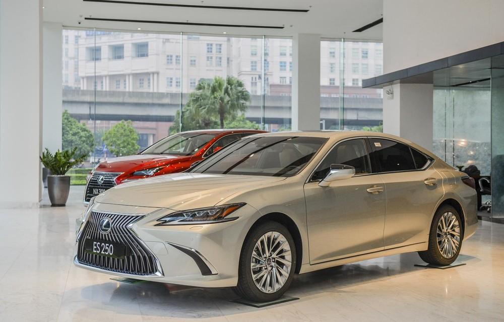 Trong bảng giá xe Lexus 2020, Lexus ES 250 có giá 2,540tỷ Đồng