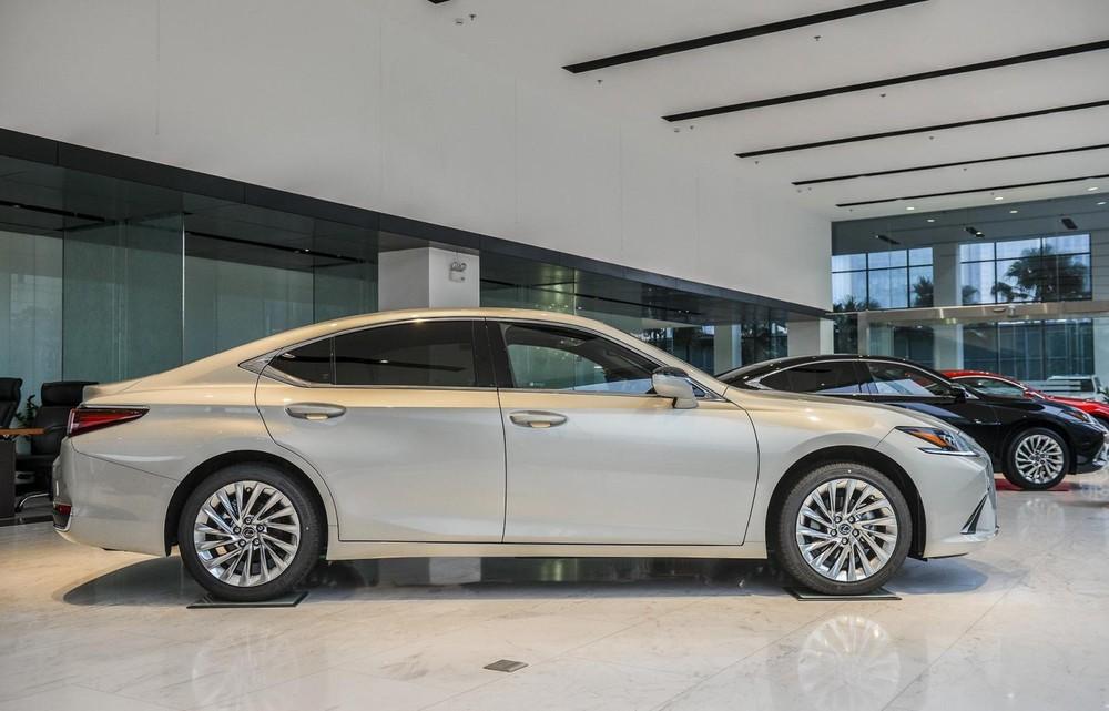Ngoại thất Lexus ES 2021