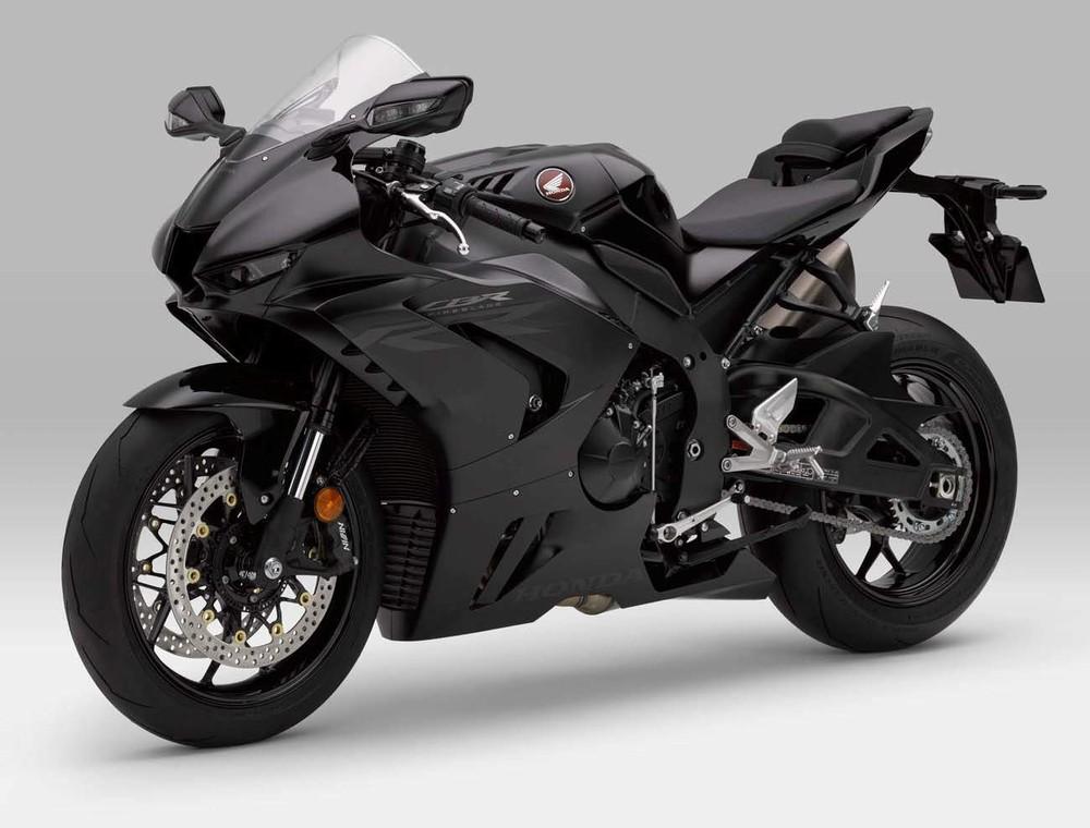 Chiếc Fireblade mà đối tượng điều khiển là Honda CBR1000RR-R màu đen
