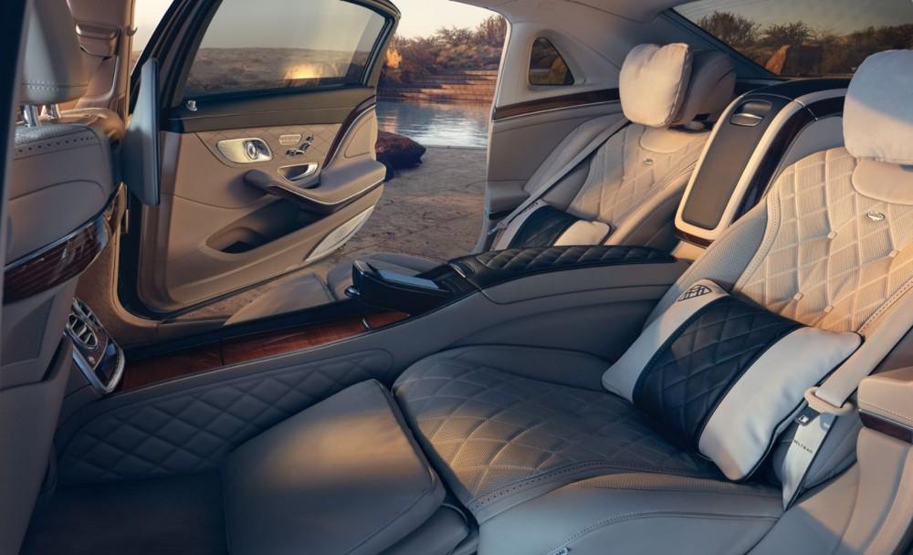 Bên trong Maybach S650 có đủ tiện nghi để làm hài lòng những vị khách VIP