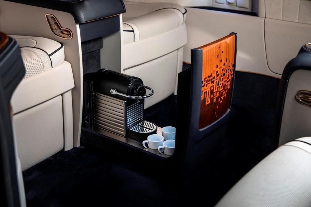 Nội thất xe có bao gồm cả mộtmáy pha cà phê espresso
