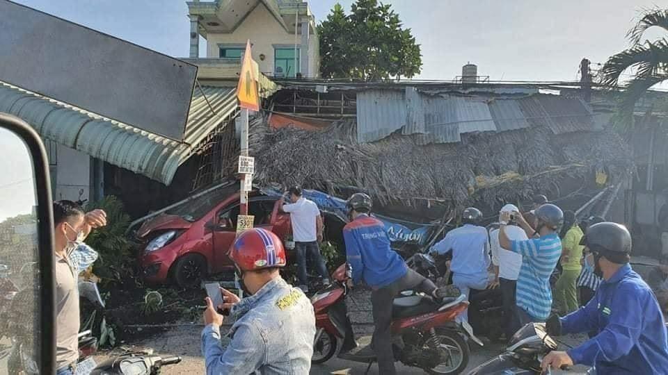 Vụ tai nạn làm một người phụ nữ bán cà phê bị thương