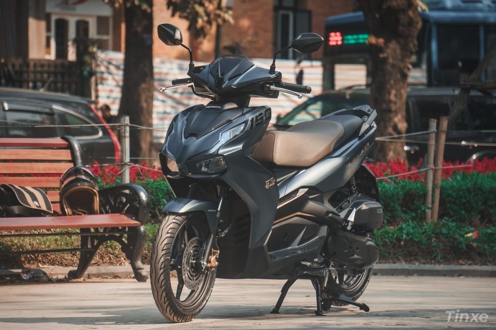 Honda Air Blade rất được ưa chuộng,giá xe scooter này dao động trong khoảng 42-55 triệu đồng, tùytừng phiên bản