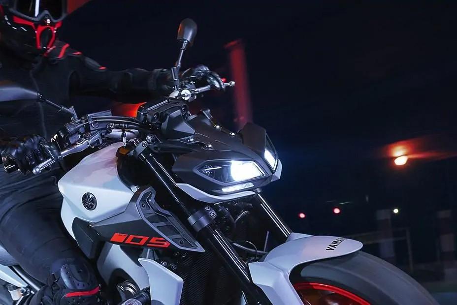 Đèn pha Yamaha MT-09 2020 có thiết kế đẹp mắt