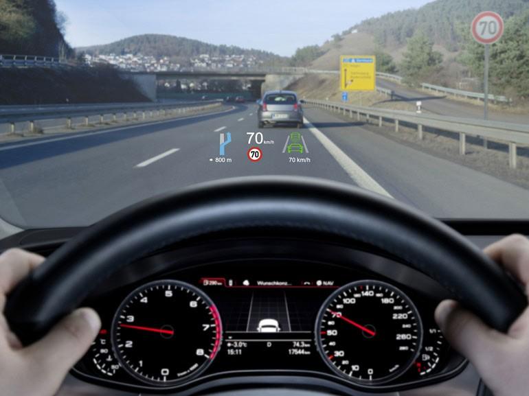 Người dùng có thể cài đặt thông tin hiển thị trên màn hình HUD tùy theo nhu cầu sử dụng.