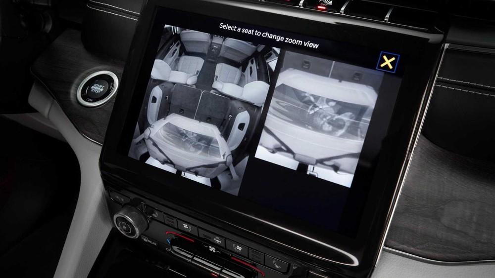 Màn hình thông tin giải trí 10,1 inch của Jeep Grand Cherokee L 2021