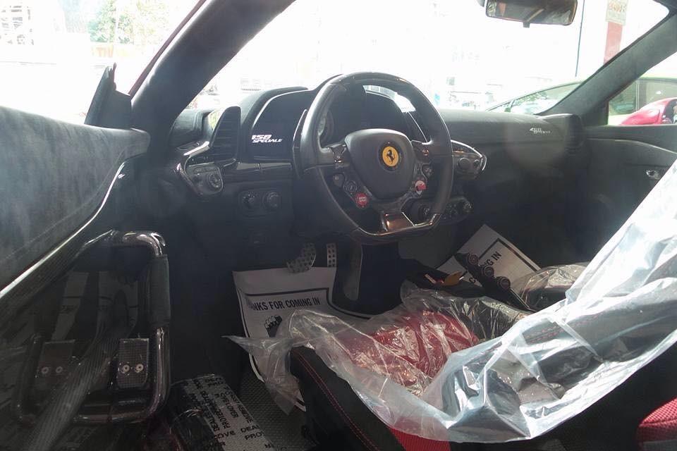 Toàn bộ khoang lái siêu xe Ferrari 458 Speciale độc nhất Việt Nam
