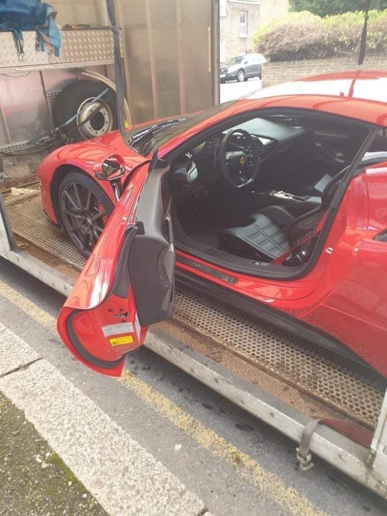 Chiếc siêu xe Ferrari SF90 Stradale này đang được cho về Việt Nam