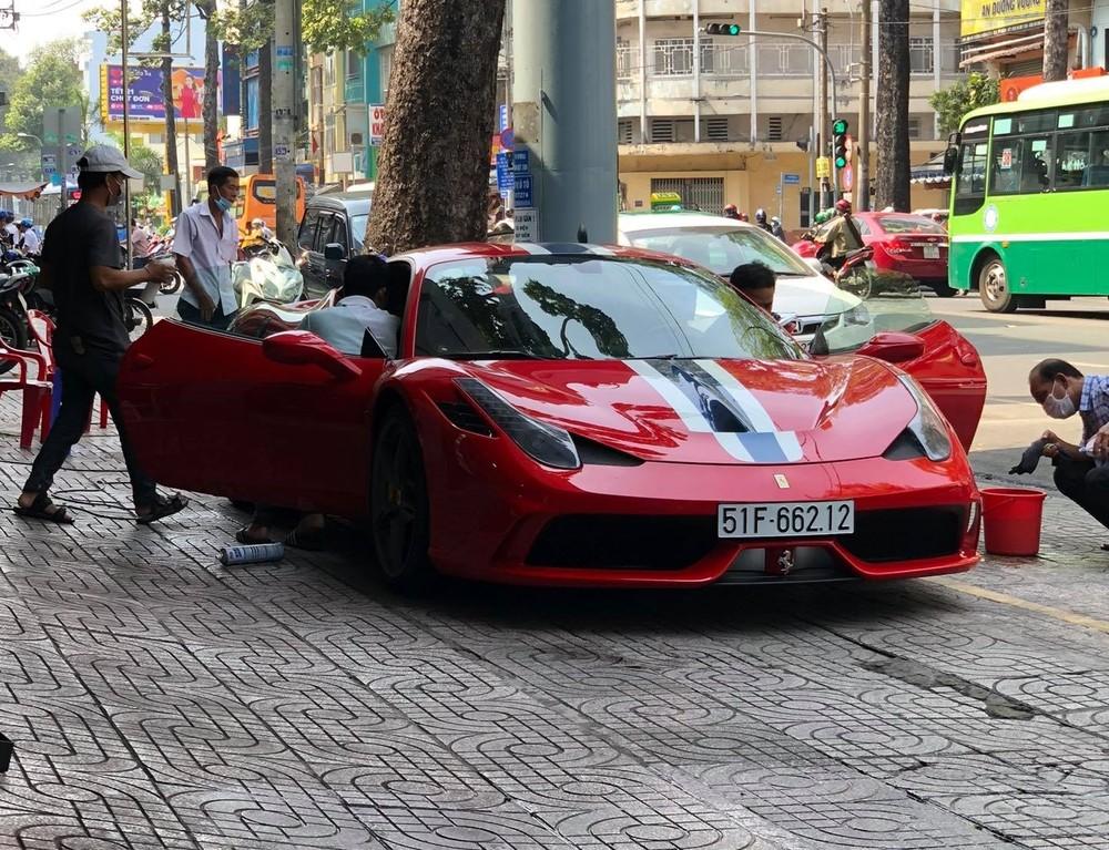 Hiện ông Đặng Lê Nguyên Vũ đã bán siêu xe Ferrari 458 Speciale độc nhất Việt Nam và ngựa chồm này cũng đã trờ về màu sơn nguyên bản