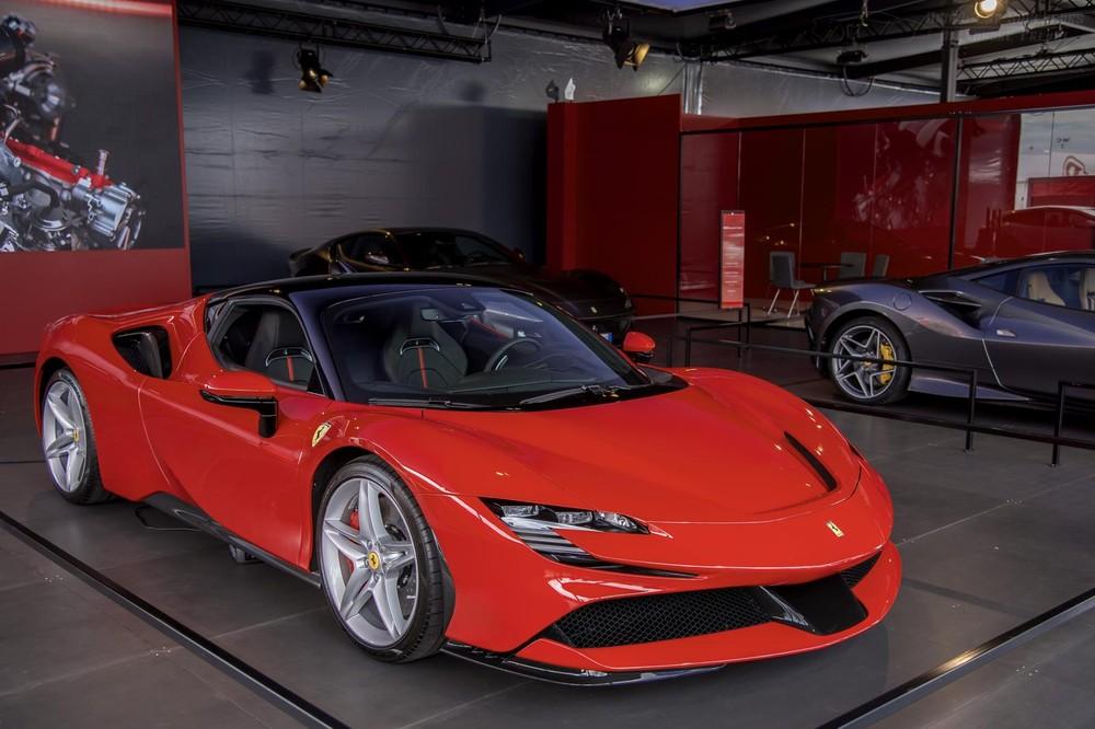 Vẻ đẹp của siêu xe Ferrari SF90 Stradale