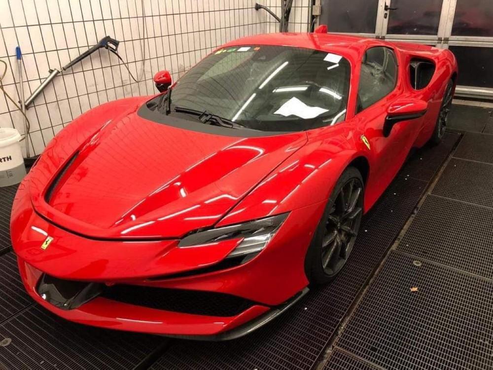 Vẻ đẹp phần đầu siêu xe Ferrari SF90 Stradale được cho sẽ về Việt Nam