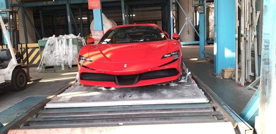 Chiếc siêu xe Ferrari SF90 Stradale này được cho đã về đến một đất nước châu Á
