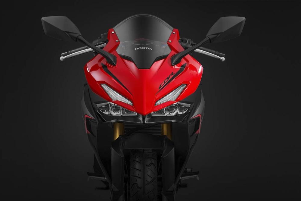 Dàn đầu có thiết kế mới cùng đèn pha LED giống với Honda CBR250RR